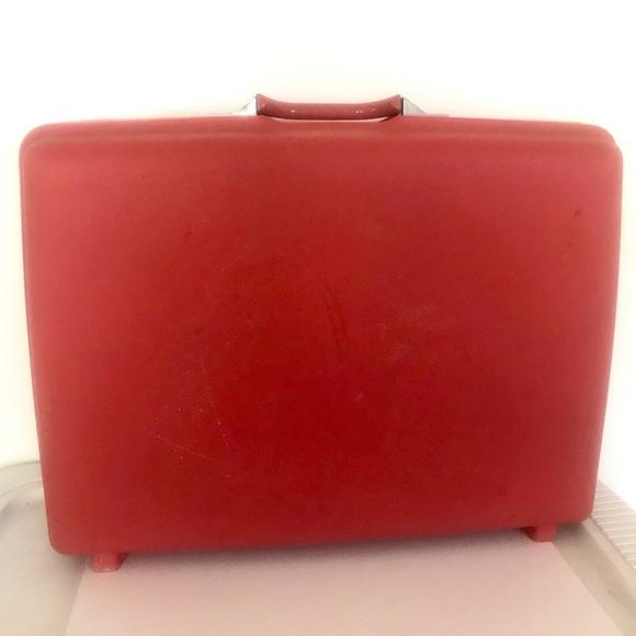 e247177ea Vintage Samsonite Royal Traveller pink suitcase.  M_5bd462eb8ad2f9af5c3c177c. Other Bags ...